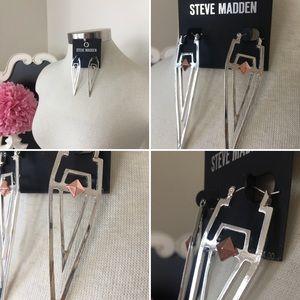 🌺 Steve Madden  Beautiful Long Silver Earrings